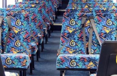 Por que os assentos dos ônibus possuem estampas coloridas ?