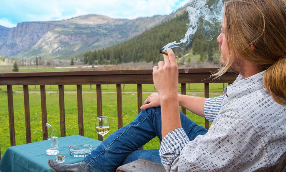 resort_cannabis01