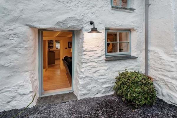 Essa casa tem mais de 300 anos e é simplesmente do caralho por dentro!