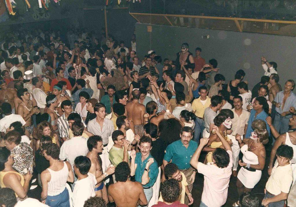Viagem na noite LGBT de São Paulo - Pista de dança Corintho