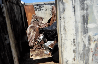 Homem achou caixões com restos humanos dentro de um lixão, confira o vídeo!
